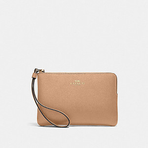 COACH CORNER ZIP WRISTLET IN CROSSGRAIN LEATHER (IM/TAUPE)