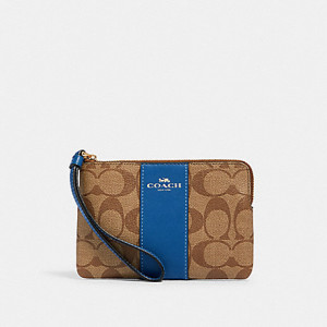 COACH CORNER ZIP WRISTLET IN SIGNATURE CANVAS (IM/KHAKI/DEEP ATLANTIC)