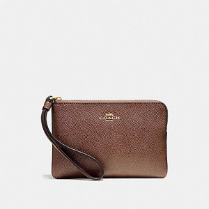 COACH CORNER ZIP WRISTLET IN CROSSGRAIN LEATHER (IM/SADDLE 2)
