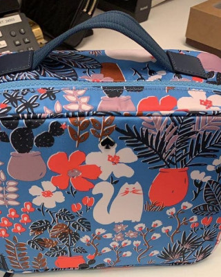 KATE SPADE JAE GARDEN CAT TRAVEL COSMETIC OUCH (MULTI)