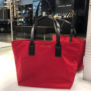 MARC JACOBS NYLON WINGMAN TOTE BAG (CHERRY)