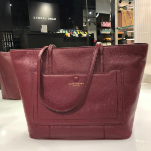 MARC JACOBS EMPIRE CITY SHOPPER TOTE BAG (MULLED WINE)